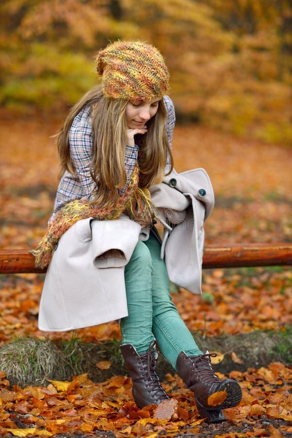 jesień plenerowi kobiety potomstwa zdjęcie stock