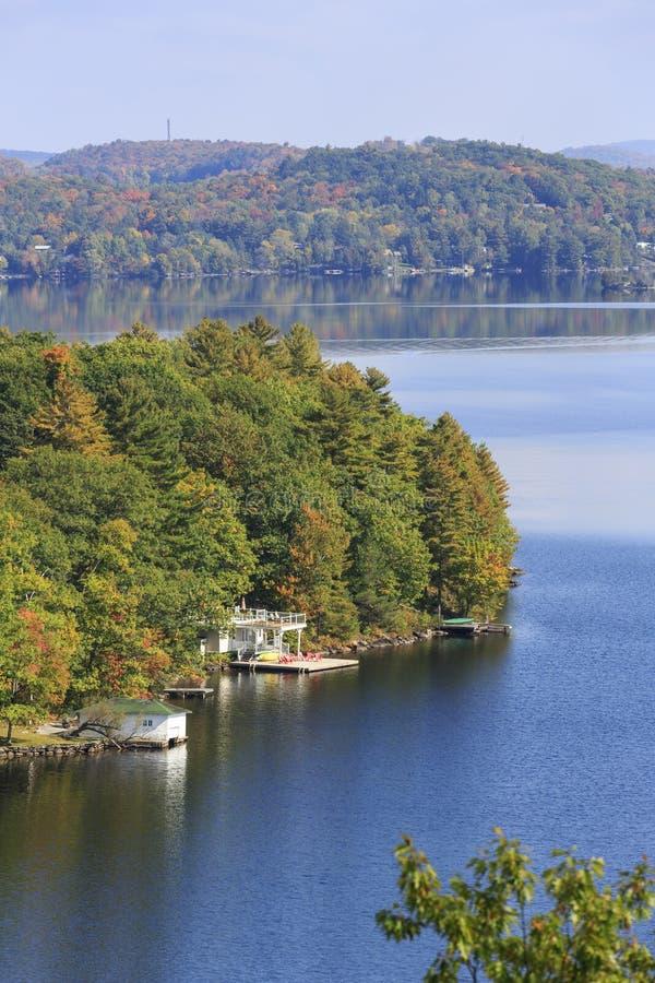Jesień przy Czarodziejskim jeziorem w Huntsville zdjęcie stock