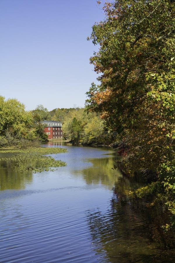 Jesień przy Raritan kanałem i Delaware - Vertical obrazy royalty free