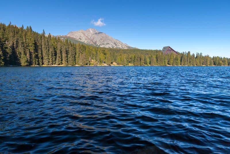 Jesień przy Strbske Tarn, Wysokie Tatras góry, Sistani obraz stock