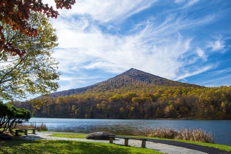 Jesień przy szczytami wydra zdjęcia royalty free