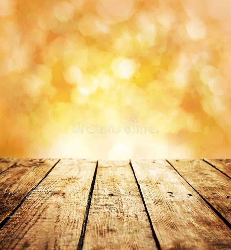 Jesień szablonu nieociosany tło z drewnianą stołu i teksta przestrzenią obrazy royalty free