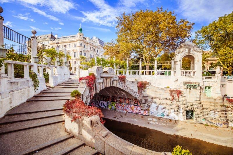 Jesień w Stadtpark Wiedeń - miasto park - obrazy royalty free