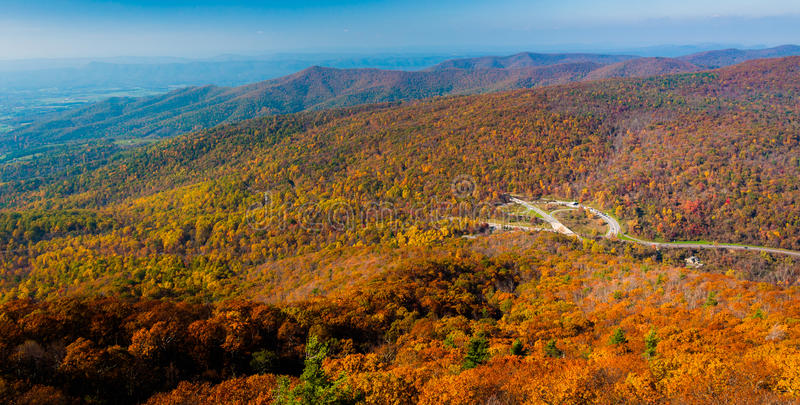 Jesień widok Blue Ridge Mountains od Mary skały w Shenandoah parku narodowym, Virginia. fotografia royalty free