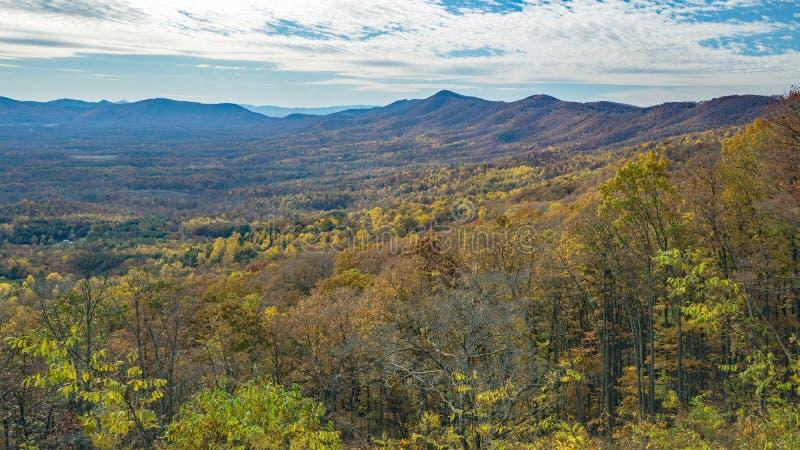 Jesień widok góry Gęsia zatoczki dolina i - 2 fotografia stock