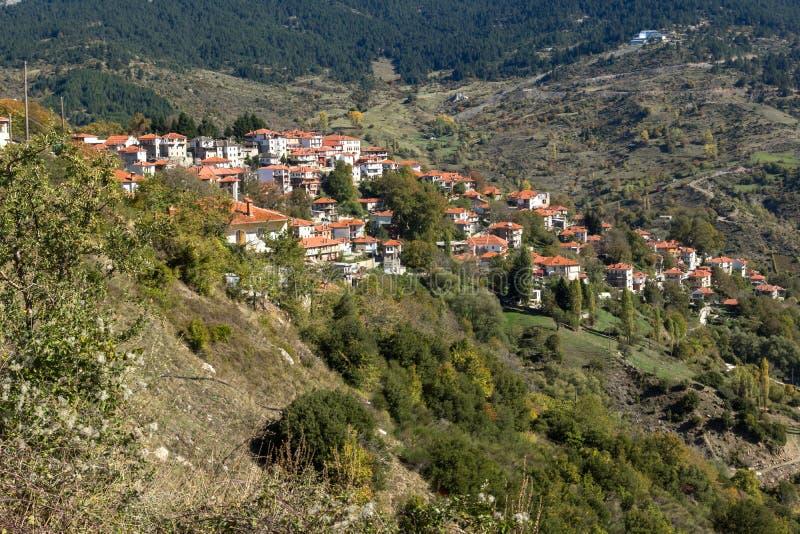 Jesień widok wioska Metsovo blisko miasta Ioannina, Epirus region, Grecja obrazy stock