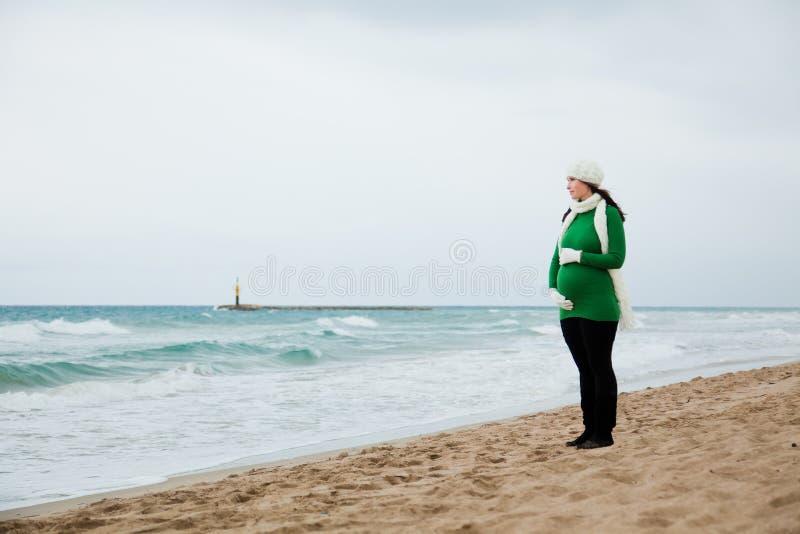 jesień zima plenerowa ciążowa zdjęcie royalty free