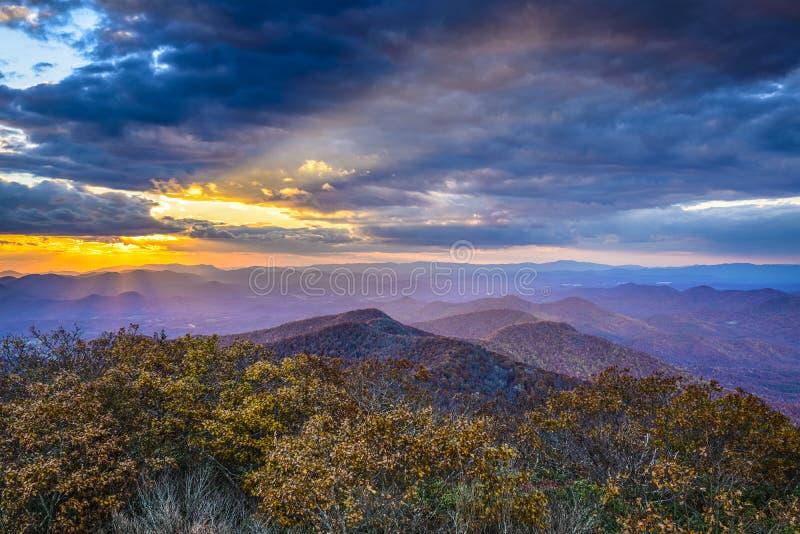 Jesień zmierzch w Blue Ridge Mountains obrazy royalty free