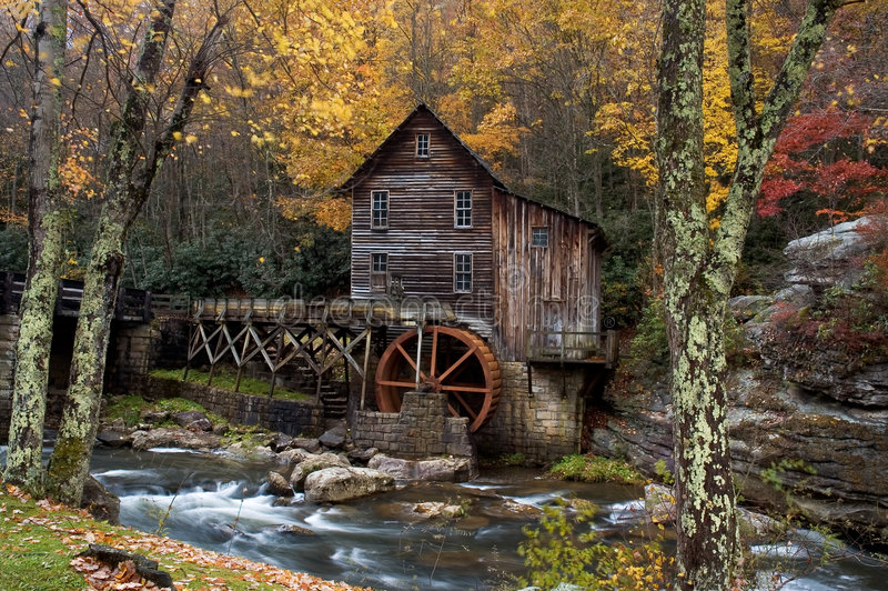 jesienią materiału siewnego do zmielenia mill. obrazy stock