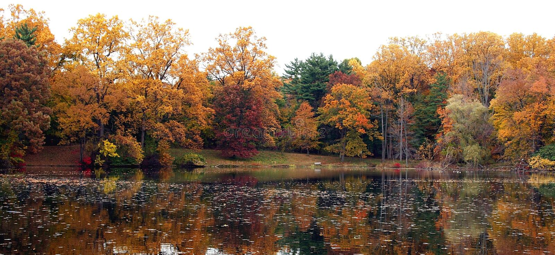 jesienią odbicia zdjęcie stock