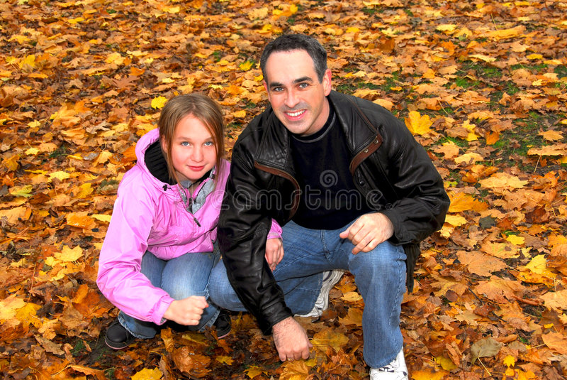 jesienią rodziny park zdjęcie stock