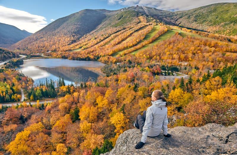 JesieniÄ… uczÄ™szcza na wycieczkÄ™ artystki Bluff obraz stock