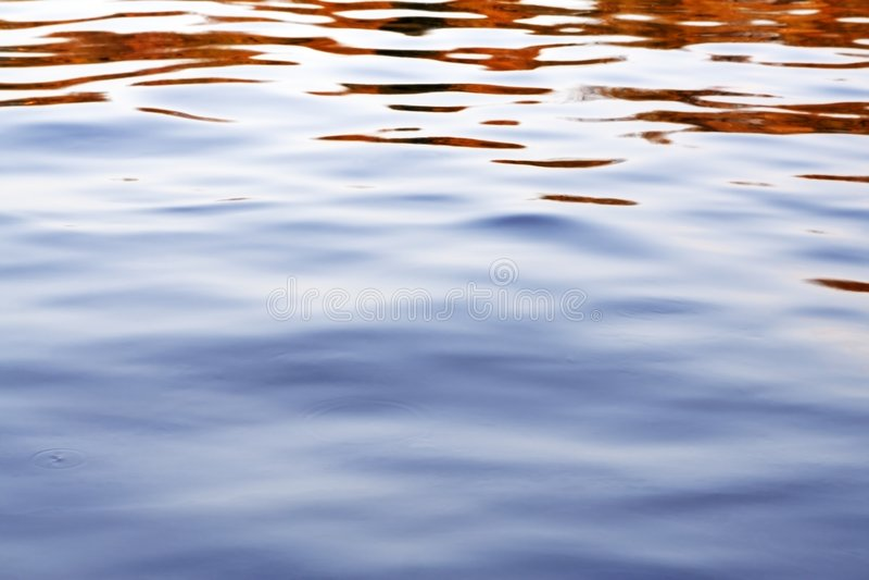jesienią wody fotografia stock