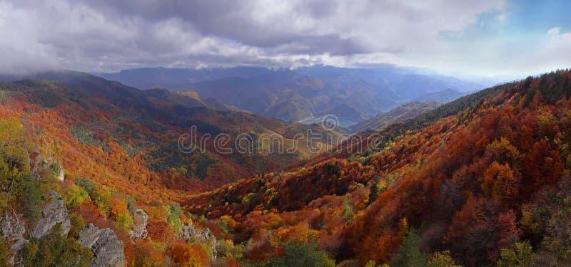 Jesieni góra - panoramiczny widok obrazy royalty free