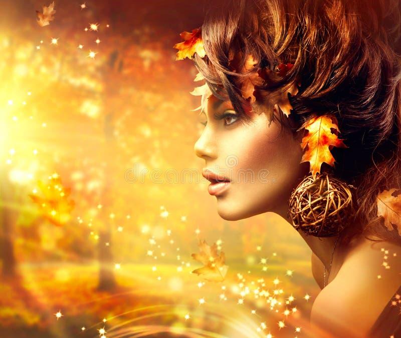 Jesieni kobiety fantazi mody portret zdjęcie royalty free