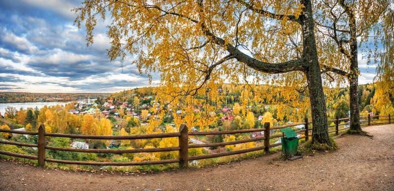 Jesieni miasto Plyos od wzrosta obraz royalty free