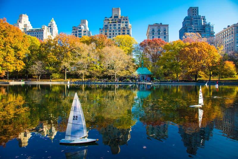 Jesieni odbicia w central park Nowy Jork obraz stock