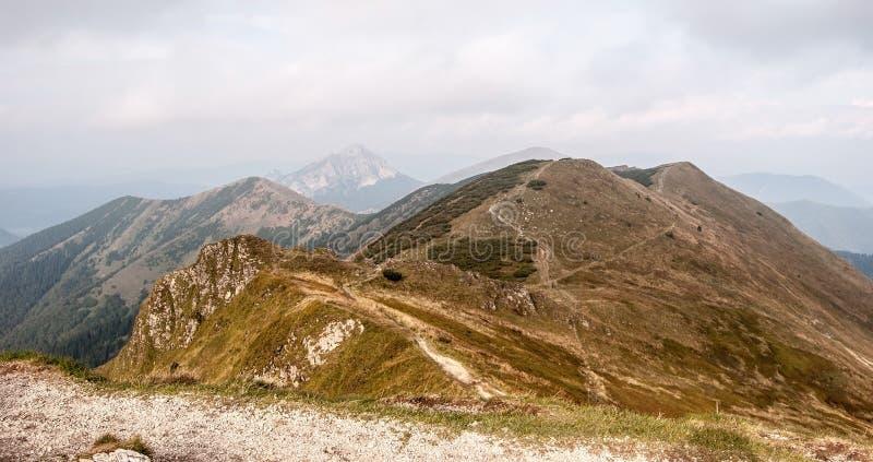Jesieni panorama Mala Fatra góry od Chleba wzgórza obraz stock