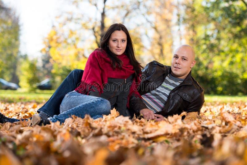 Jesieni pary portrety zdjęcia stock