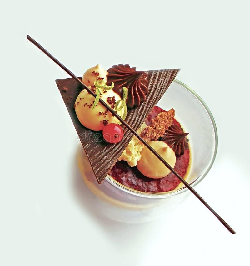 Jesieni verrine, deser w szkle z czekoladowymi dekoracjami fotografia stock