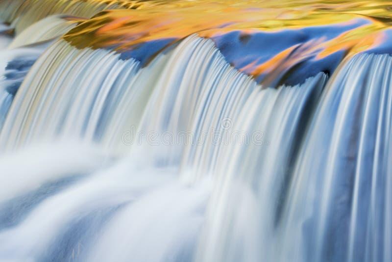 jesieni więzi kaskady spadki fotografia royalty free