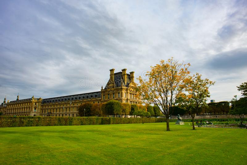Jesienny Paryż, Tuileries ogród - zdjęcia royalty free