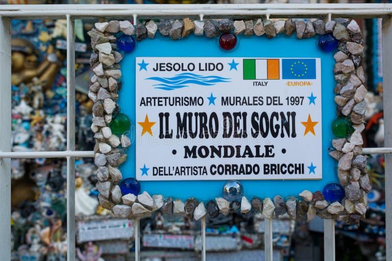 Jesolo, Itália: A parede dos sonhos Corrado Bricchi transformou uma das paredes exteriores de sua casa em uma MU tridimensional fotos de stock