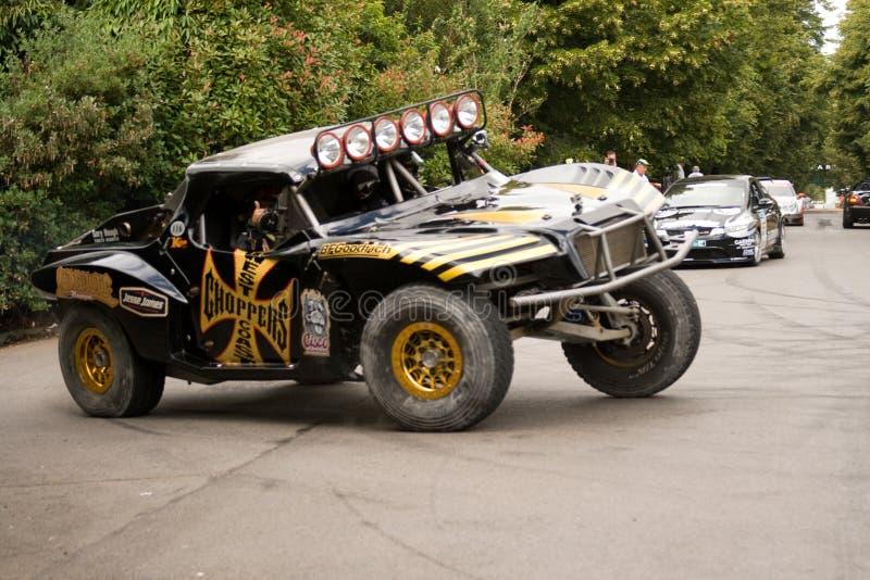 Jesse james conduisant le camion de trophée photo libre de droits