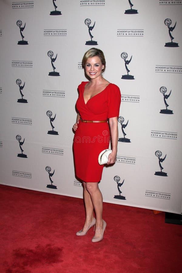 Jessica Collins llega la recepción diurna de los candidatos de los Premios Emmy del ATAS foto de archivo