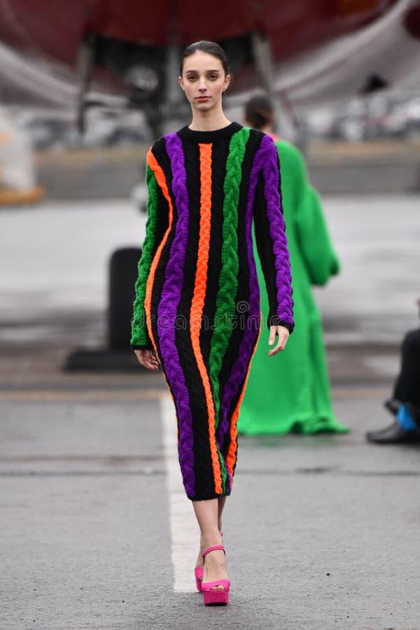 Jessica Minh Anh在Trunway冬季时装秀上为VUNGOC和SON走秀 库存图片