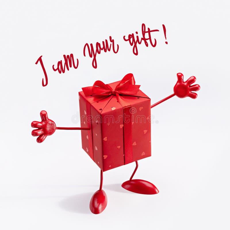 Jestem twój prezentem! Niespodzianka w czerwonym świątecznym pudełku zdjęcia stock