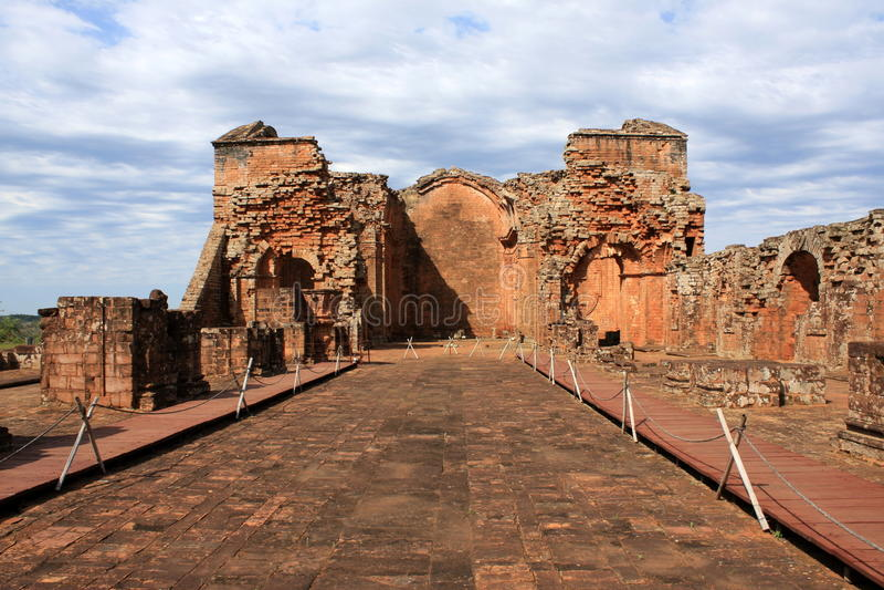 Jesuitbeskickningen fördärvar i Trinidad, Paraguay royaltyfri foto