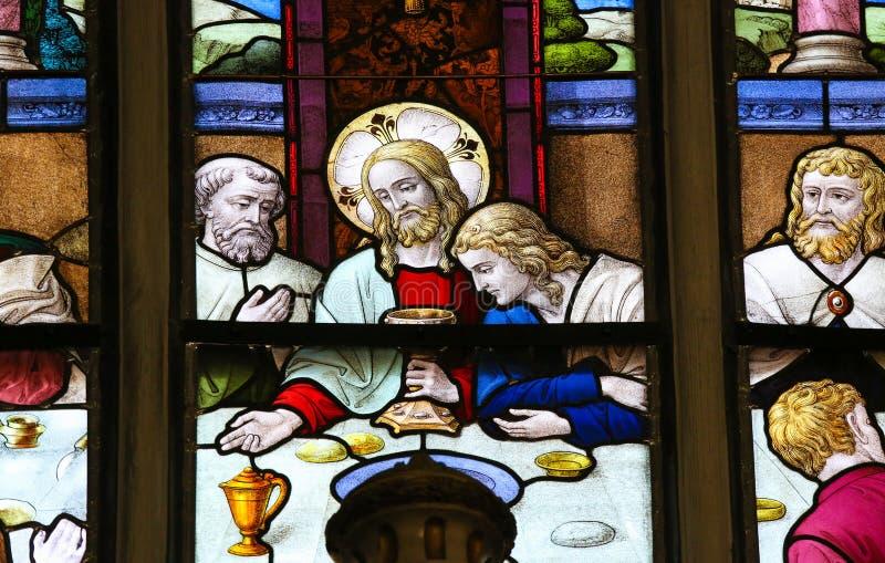 Jesus äntligen kvällsmål på skärtorsdagen - målat glass i Meche arkivbilder