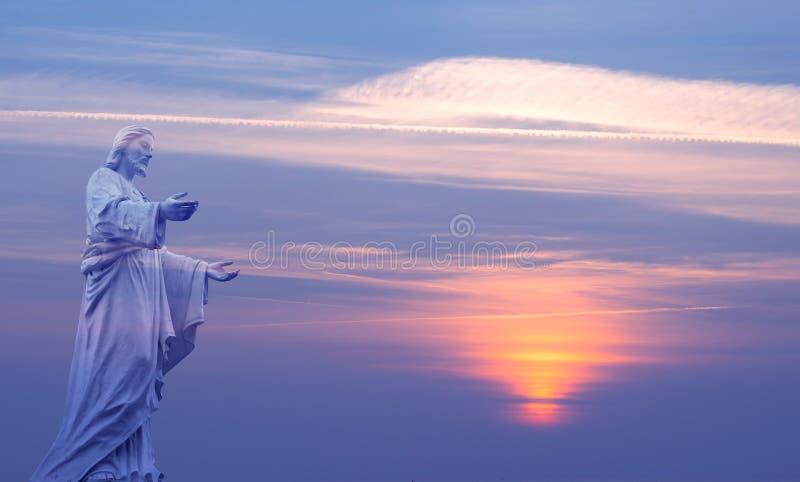 Jesus Christ över härlig himmelbakgrund arkivfoton