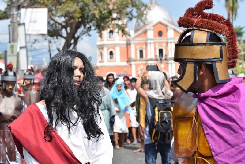 Jesus Christ arrastou na rua, drama da rua, a comunidade comemora o Sexta-feira Santa que representa os eventos que aquele conduz imagens de stock royalty free