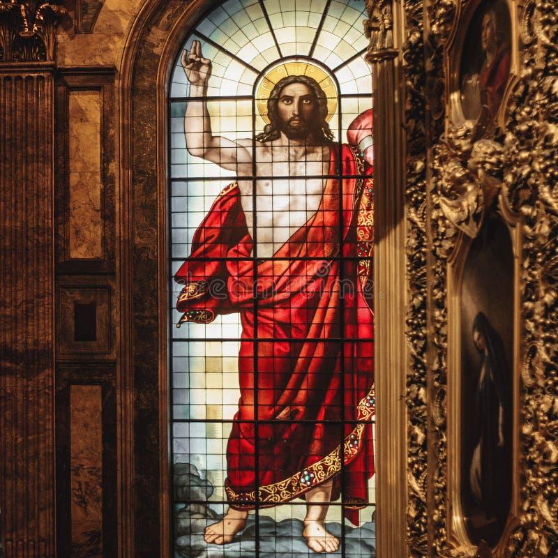 Jesus Christ-Buntglasfenster in St. Isaac Cathedral lizenzfreie stockfotos