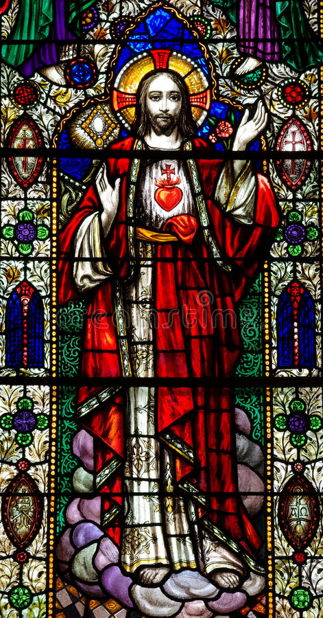 Jesus Christ com o coração sagrado no vitral foto de stock royalty free