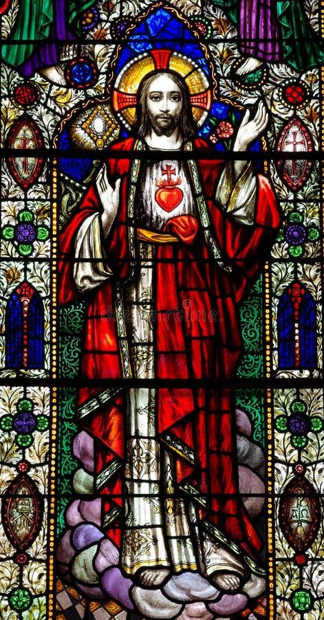 Jesus Christ con el corazón sagrado en vitral foto de archivo libre de regalías