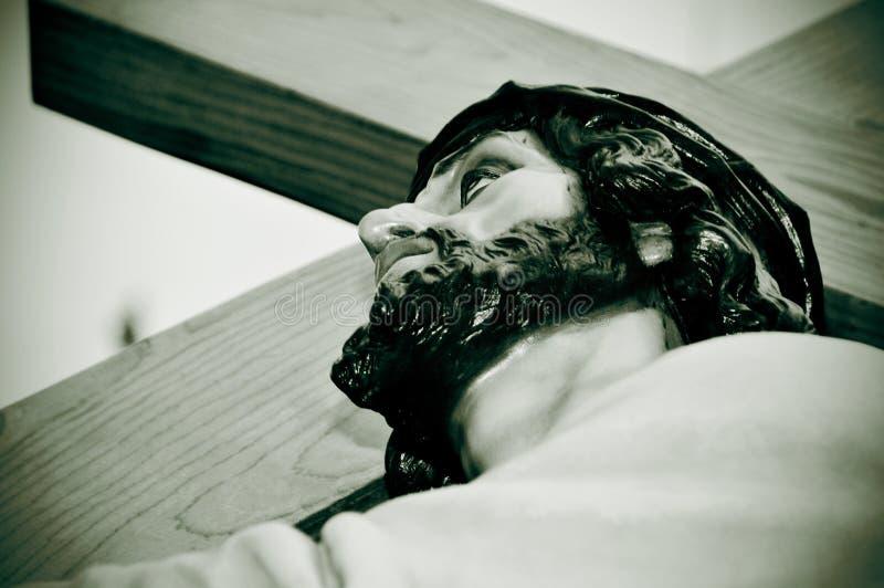 Jesus Christ, der das heilige Kreuz trägt stockfotos
