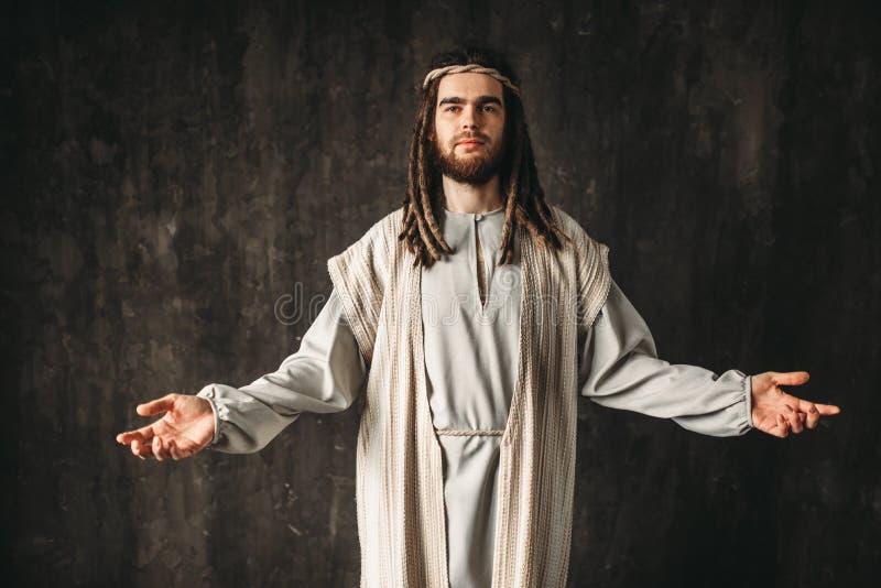 Jesus Christ, der mit den offenen Armen betet lizenzfreie stockfotos