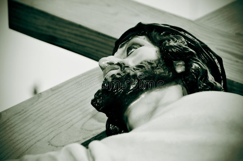 Jesus Christ die het Heilige Kruis dragen stock foto's