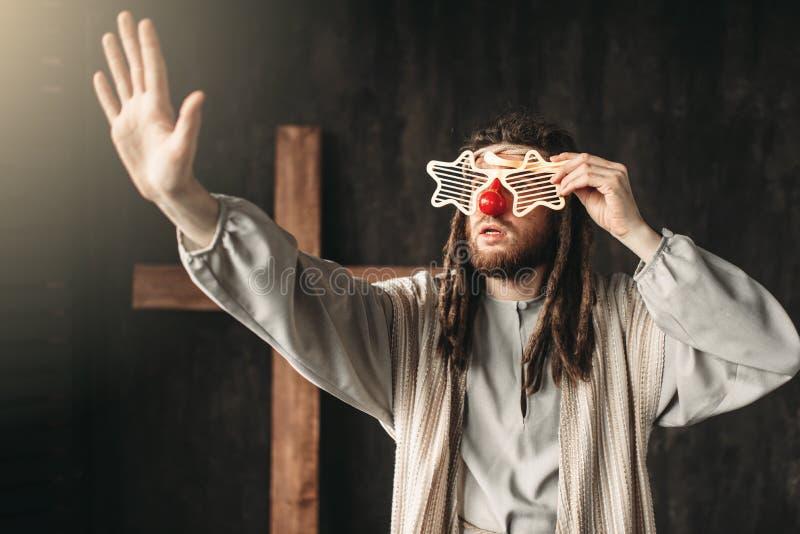 Jesus Christ en verres de partie atteignant la main image stock