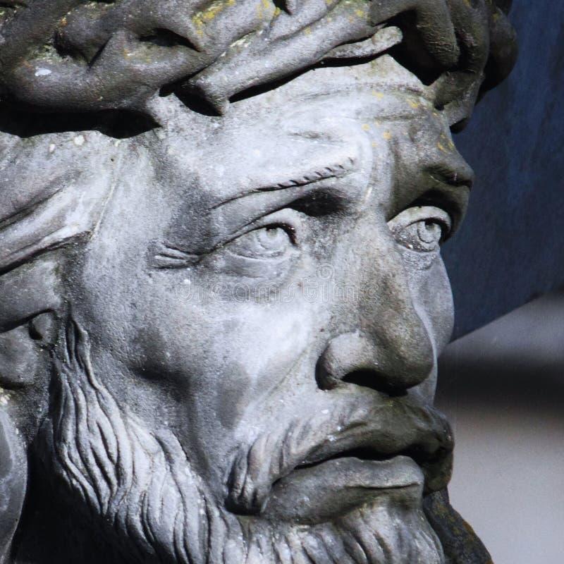 Jesus Christ kruisigde een oud beeldhouwwerk royalty-vrije stock afbeelding