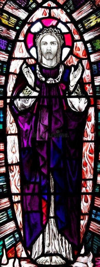 Jesus Christ levé en verre souillé image stock