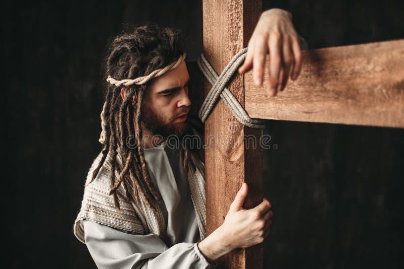 Jesus Christ mit Kreuzigung auf schwarzem Hintergrund lizenzfreies stockbild