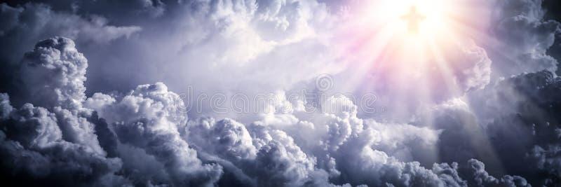 Jesus Christ nas nuvens fotografia de stock royalty free