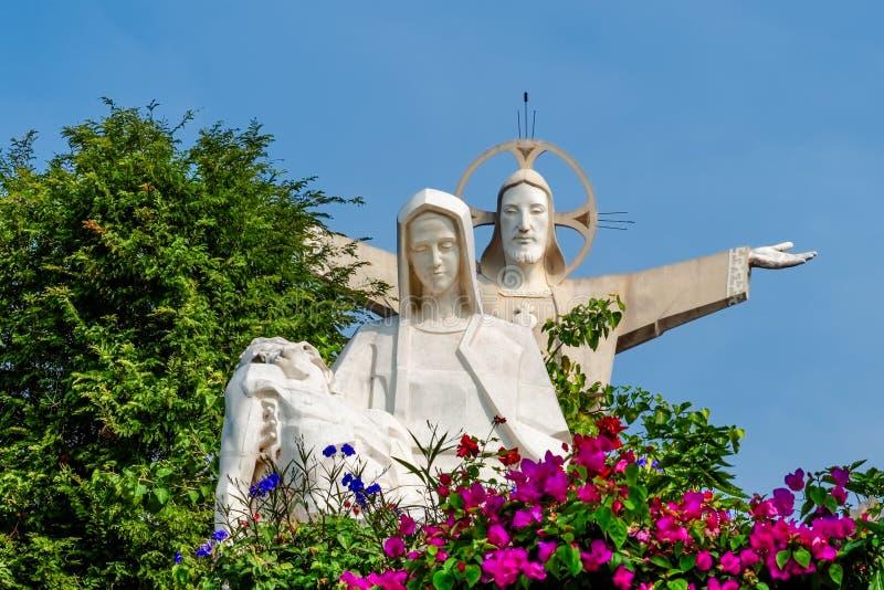 Jesus Christ och jungfruliga Mary statyer arkivfoto