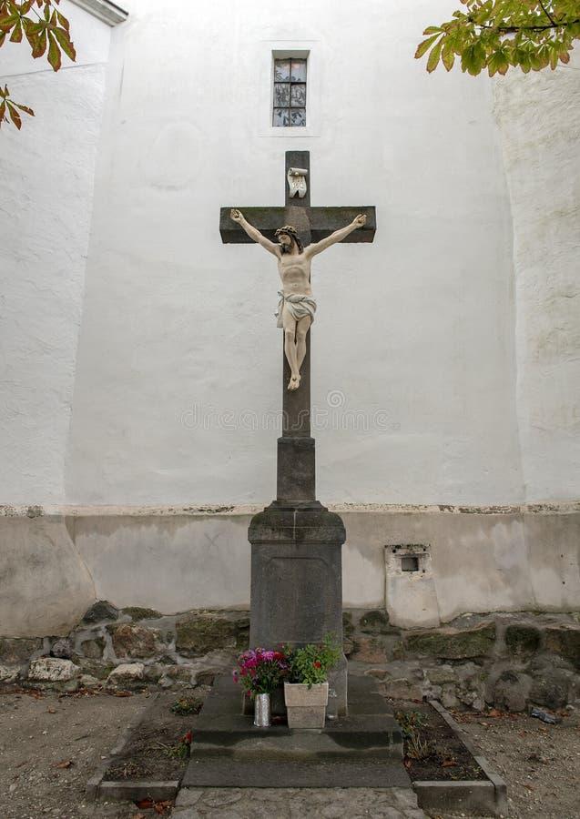 Jesus Christ op het kruis, Saint John Baptist Catholic Parish Church, Szentendre, Hongarije royalty-vrije stock foto's