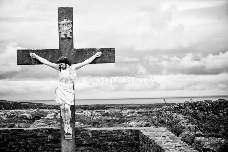 Jesus Christ op Zwart-wit Kruisbeeld, royalty-vrije stock afbeelding