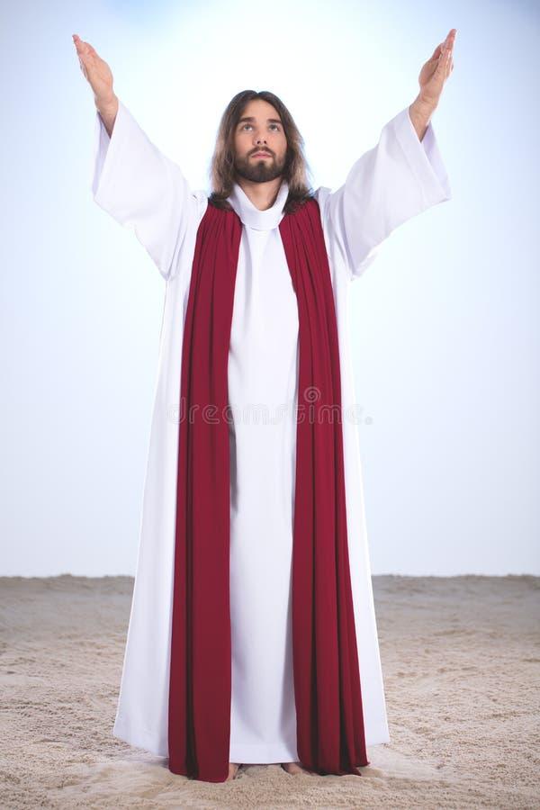 Jesus Christ que aumenta las manos fotografía de archivo